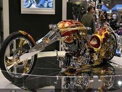 Золотой чоппер на международном мотошоу в Сиэтле