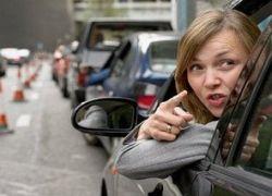 Как женщины ведут себя на дороге