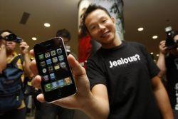 Яблочная лихорадка началась: iPhone 3G поступил в продажу