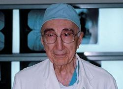 В США скончался знаменитый кардиохирург Майкл Дебейки