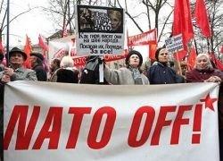 Неизвестные атаковали антинатовский пикет на Украине