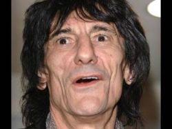 Ронни Вуд, звезда Rolling Stones, сбежал в Ирландию с юной россиянкой