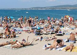 Туристов на пляжах раздражают они сами