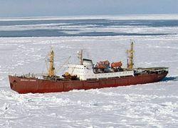 Российских полярников эвакуировали с дрейфующей льдины