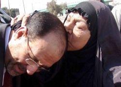 Премьер Ирака раздал наличные беднякам