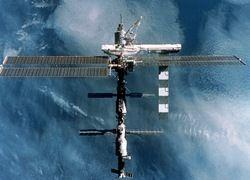 Обломки российского военного спутника угрожают МКС