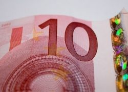 Курс евро установил рекорд по отношению к доллар