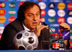 """УЕФА предлагает ввести в футбольных клубах \""""потолок\"""" зарплат"""