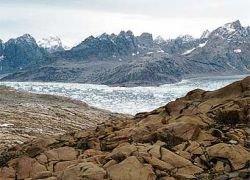 В Гренландии туристов смыло в море  волной от упавшего ледника