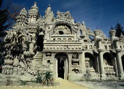 Дворец, который построил почтальон