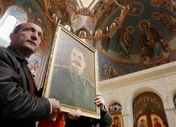Россияне упорно творят себе кумира