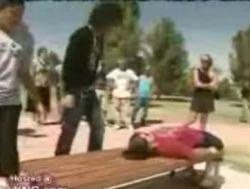 Фокусник разорвал женщину пополам