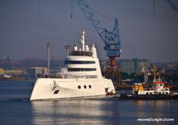 Супер-яхта российского миллиардера похожа на броненосец