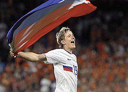 Защищая честь страны, российские футболисты не забывают про деньги