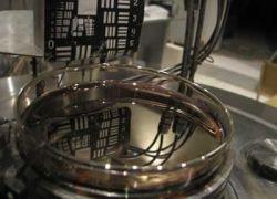 Создано жидкое зеркало из магнитных наночастиц
