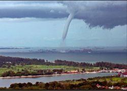 Тайфун «Кальмэги» обрушился на Тайвань и Китай