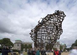Скульптура к юбилею Land Rover