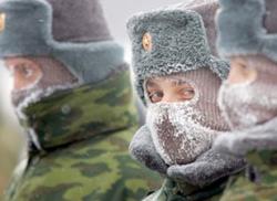 В борьбе за контроль над армией России победили гражданские