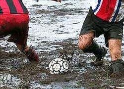 Россияне выиграли чемпионат мира по болотному футболу