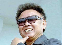 Северокорейцам запретили покидать в случае ЧП дом без портретов вождей