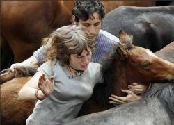Борьба с лошадьми - еще одно зверское развлечение испанцев