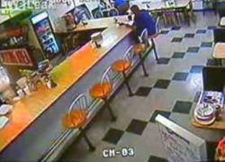 Машина врезалась в ресторан и задавила посетителя