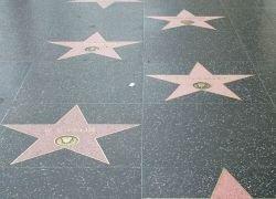 Аллею Славы в Голливуде разрушили упитанные туристы?