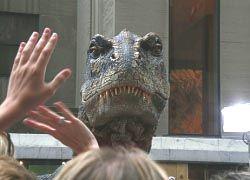 Реалистичный динозавр в лондонском музее