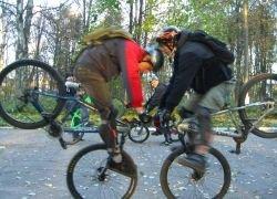 Придется ли велосипедистам сдавать на права?