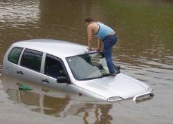 По затопленным улицам Казани