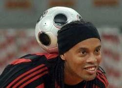В Мексике запретили играть в футбол в головных уборах