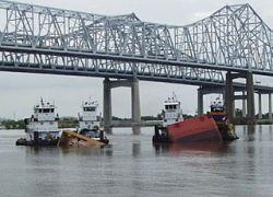 На Миссисипи в воду вылилось полтора миллиона литров топлива