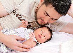 Первый в мире беременный мужчина показал дочку миру