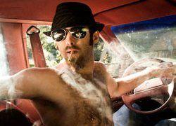 Британца оштрафовали за курение в собственной машине