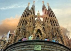 Архитектурный гений Antoni Gaudi