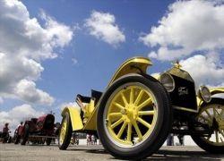 Парад ретро-каров в Ричмонде по случаю столетия Ford T