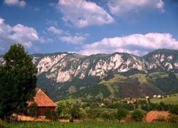 Около 200 туристов отрезаны от мира в горах Румынии