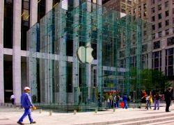 Магазины Apple начнут открываться в 8 утра