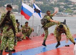 Шоу на Дне ВМФ в Санкт-Петербурге