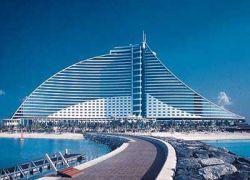 Дубайские гостиницы подешевели вдвое