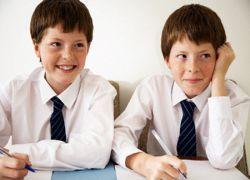 Британские школьники перестали влезать в стандартную униформу