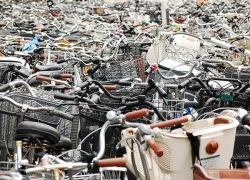 Кладбище велосипедов в Японии