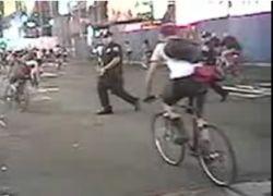 Полицейский напал на велосипедиста во время велопробега