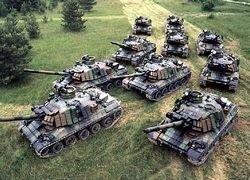 Немецкая семья ездит за покупками на танке