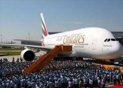 Авиакомпания Emirates получила первый Airbus A380