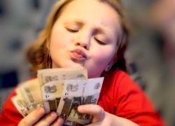 Как в России делают деньги на детях