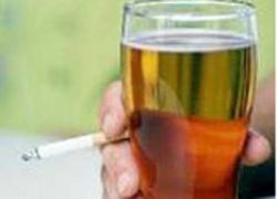 """В двух землях Германии суд вернул \""""сигарету к пиву\"""""""