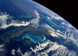 Астронавт потерял фотоаппарат в космосе