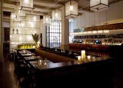 В ресторанах Нью-Йорка можно пообедать без одежды