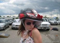 Креативные шляпы на фестивале Дерби